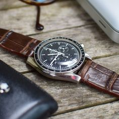 Cool Watches, Watches For Men, Ipad One, Car Cell Phone Holder, Iphones For Sale, Watches Photography, Omega Speedmaster, Vintage Rolex, Shopping