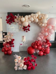 18th Birthday Party Themes, Birthday Balloon Decorations, Birthday Party Decorations, Wedding Decorations, Engagement Balloons, Balloon Installation, Baby Kind, Balloon Garland, Party Planning