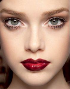 Burgandy lips- sensing a W13 trend? Burgundy Lipstick, Body Makeup, Eye Makeup, Beauty Makeup, Hair Beauty, Runway Makeup, Beauty Tips, Kim Kardashian, Makeup 101