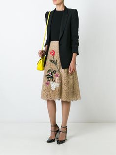 http://www.farfetch.com/lu/shopping/women/dolce-gabbana-embroidered-floral-lace-skirt--item-11547526.aspx?storeid=9306