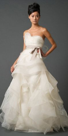 Vera Wang Gown, i absolutely love her dresses
