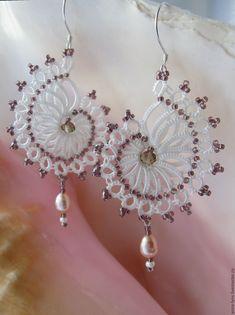 Risultato immagine per Tatting Jewelry Patterns Tatting Earrings, Tatting Jewelry, Lace Jewelry, Tatting Lace, Bead Earrings, Jewelry Crafts, Jewellery, Needle Tatting Patterns, Crochet Jewelry Patterns