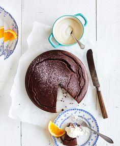 Gluteeniton, kaakaosta suklainen, ihanan kostea ja pehmeä mustapapukakku hurmaa, vaikka on terveellisyyden perikuva.