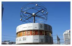 Reloj del mundo en Alexander Platz de Berlín (Germany)