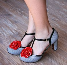 Chie Mihara :: Colección. I love these shoes!  Super fun, and without those ridiculously high heals.
