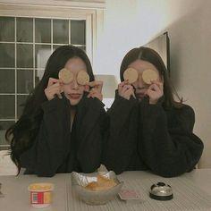 Mei and Jael Cute Friend Pictures, Friend Photos, Ulzzang Korean Girl, Ulzzang Couple, Best Friend Fotos, Korean Best Friends, Shotting Photo, Girl Friendship, Girl Couple