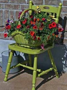 Chair Planters - Planters - Ideas of Planters - Green Chair . Upcycled Chair Planters - Planters - Ideas of Planters - Green Chair .Upcycled Chair Planters - Planters - Ideas of Planters - Green Chair . Diy Planters, Garden Planters, Planter Ideas, Outdoor Flower Planters, Modern Planters, Vintage Planters, Tinta Spray Verde, Yard Art, Green Spray Paint