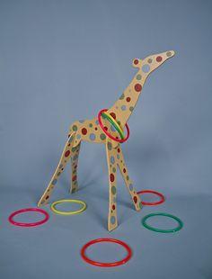 Giraffe ring toss game