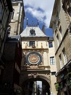 Le Gros Horloge in Rouen #France #beautifulplaces #clock