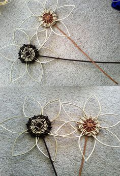 Willow flowers by Ways Willow Weaving, Basket Weaving, Holiday Baskets, Basket Crafts, Willow Branches, Paper Weaving, Newspaper Crafts, Weaving Projects, Paper Basket