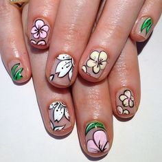 A floral manicure that reminds of the tropics