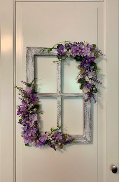 Window Frame Crafts, Rustic Window Frame, Old Window Projects, Window Wall Decor, Decorating With Window Frames, Window Frame Ideas, Vintage Window Decor, Rustic Windows, Antique Window Frames