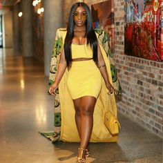 Loving this hair and this look. African Print Dresses, African Wear, African Fashion, African Theme, African Clothes, African Prints, Fashion 2018, Fashion Dresses, Fashion Styles