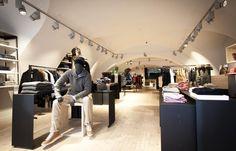 Third Place Linz - Durch die leichte Erhöhung des Stores ist der Laden für jeden sehr gut zu sehen.