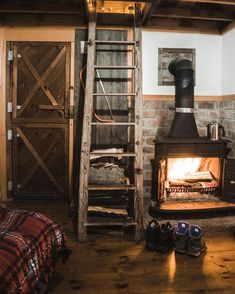 Shaker furnishings plans like ours are the method to go when appeal and also resilience are your concerns when it concerns Diy Furniture Plans Building. Cabin Interiors, Rustic Interiors, Cozy Cabin, Cozy House, Cabana, Diy Furniture Plans, Furniture Making, Cozy Fireplace, Cabins And Cottages