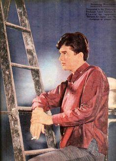 Rajesh Khanna, Celebrity Stars, Vintage Bollywood, Amitabh Bachchan, Bollywood Stars, Film Industry, Film Posters, Superstar, Cinema