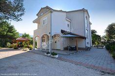 Zapraszamy do Apartamentów Vesna w miejscowości Grebaštica: http://www.nocowanie.pl/chorwacja/noclegi/grebastica/apartamenty/138333/ - sześciu w pełni wyposażonych apartamentów dla 4 -7 osób.