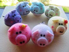 O mini-porquinho pode ser utilizado como alfineteiro, toy, decoração  ou sachet, pois apesar de porquinho ele é cheirosinho :) R$8,00