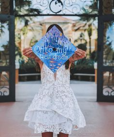 There are so many ways to incorporate Disney classics into your graduation cap, from iconic quotes to beautiful drawings. Disney Graduation Cap, Graduation Cap Designs, Graduation Cap Decoration, Graduation Party Decor, College Graduation, Quotes For Graduation Caps, Funny Graduation Caps, Cap College, Disney Classics