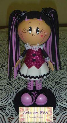 Boneco 3D feito em EVA Aproximadamente 20 cm de altura R$ 35,00