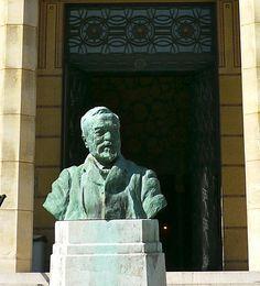 Reims, Marne: le buste d'Andrew Carnegie devant la bibliothèque qui porte son nom