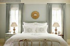 mire como se manejan las ventanas ycon respecto a la cabecera de la cama