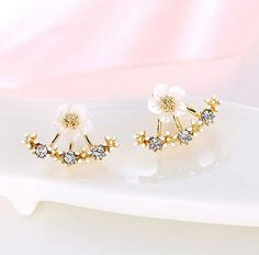 Earring Type: Stud Earrings Item Type: Earrings Fine or Fashion: Fashion Back Finding: Push-back Style: Trendy Gender: Women Material: Crystal Metals Type: Zinc Alloy Shape\pattern: Plant Model Number