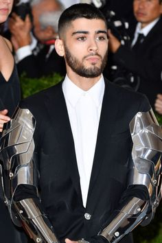 15 Classic Short Hairstyles & Haircuts For Men That Won't Go Out of Style One Direction Zayn Malik, Zayn Malik Pics, Zayn Mailk, Popular Haircuts, Haircuts For Men, Hairstyles Haircuts, Haircut Men, Short Hair Cuts, Short Hair Styles