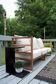 A step by step tutorial on how to make a DIY Modern Outdoor Sofa that looks like it's straight out of a catalog but won't break the bank! Diy Para A Casa, Diy Casa, Outdoor Couch, Modern Outdoor Furniture, Outdoor Decor, Diy Furniture Sofa, Garden Furniture, Furniture Ideas, Handmade Furniture