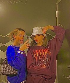 Aesthetic Indie, Aesthetic Clothes, Aesthetic Girl, Photographie Indie, Trendy Outfits, Cute Outfits, Besties, Best Friends Aesthetic, Tumbrl Girls