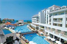 Hotel Alba Queen. Dit 5-sterren hotel ligt direct aan het zandstrand. Het beschikt over vele faciliteiten zoals jacuzzi, nachtclub, tennisbanen en vele kinderfaciliteiten.  Het hotel beschikt over een Turks bad, 2 zwembaden waarvan 1 met glijbanen, nachtclub, fitness, tennisbanen, minigolf, binnenbad, sauna, jacuzzi, spacentrum, massage en avondentertainment.  Het centrum van Colaki ligt op 700 meter. Het centrum van Side ligt 9km van het hotel.    Officiële categorie *****