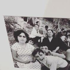 William Klein {pic nic alla collina delle Tre Fontane 1956} | uno scatto di #italiainsideout a #palazzodellaragione di #milano . 'Nella mia vita di fotografo la città è stata una ricorrente ossessione. Seguendo Fellini sono arrivato a Roma. Nessuna visione privilegiata dall'alto ma semmai in modo di inquadrare dal basso sporco debordante macro a contatto con i corpi che incontro'. (W.k Contrasto) | Italia Inside Out | Palazzo della Ragione | Milano | #Milanodavedere  #italiainsideout…