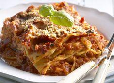 Tässä lasagne perinteiseen italialaiseen tyyliin. Lombardian lasagne maistuu loistavasti pitkän työpäivän päätteeksi tai viikonlopun lounaspöydässä. Food And Drink, Koti, Anna, Ethnic Recipes, Sweet, Dinner Ideas, Candy, Supper Ideas