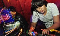 Filho de Zezé Di Camargo arrasa como DJ em São Paulo