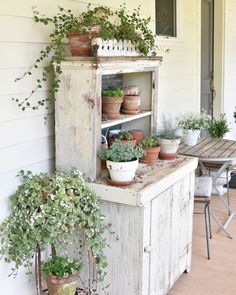 33 Shabby Chic Outdoor Space That Will Inspire You - Interior Design - Chic # Fashionable Shabby Chic Outdoor Space - Shabby Chic Porch, Shabby Chic Cottage, Shabby Chic Homes, French Cottage, Country Decor, Farmhouse Decor, Vintage Farmhouse, Porch Plants, Cottage Porch