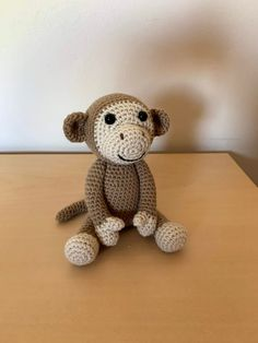 Free crochet pattern for an amigurumi monkey Crochet Amigurumi Free Patterns, Crochet Toys, Crochet Baby, Free Crochet, Crochet Christmas Ornaments, Cute Mouse, Yarn Tail, Yarn Over, Crochet For Kids