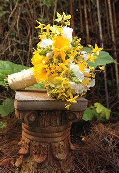 Daffodils and dancing ladies bouquet Daffodil Wedding, Daffodil Bouquet, Wedding Flowers, Yellow Flower Arrangements, Yellow Bouquets, Wedding Stuff, Wedding Ideas, Dream Wedding, Wedding Inspiration