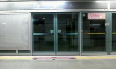 약속이 있어서 지하철을 기다릴때,  짧은 시간이 무료하게 느껴질때  자리에 앉아서 제품을 사용합니다.