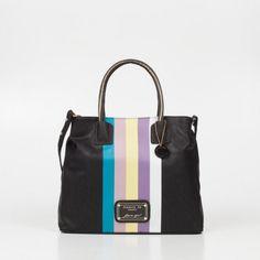 Elegante pero súper canchera😻 Designer Handbags, Satchel, Fashion, Arts And Crafts, Designer Purses, Purses, Bags, Elegant, Style