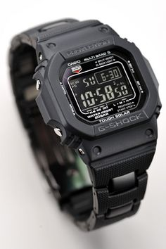 Hi guys, Well, since some of you have suggested (and pursuaded me) to buy a 5600 model, I've been trying to figure out what the differences are G Shock Watches, Casio G Shock, Cool Watches, Military Fashion, Mens Fashion, Casio Vintage, Casio Digital, Tactical Survival, Nato Strap