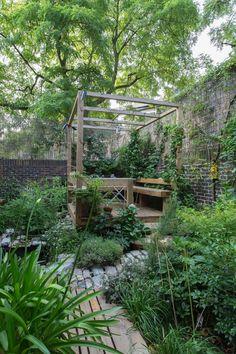 Courtyard Landscaping, Backyard Pergola, Small Backyard Landscaping, Courtyard Gardens, Pergola Ideas, Landscaping Ideas, Small Garden Pergola, Decking Ideas, Small Backyard Gardens