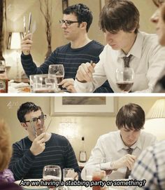 Simon Bird y Tom Rosenthal // Friday Night Dinner Simon Bird . - Simon Bird y Tom Rosenthal // Cena del viernes por la noche Simon Bird y Tom Rose - Friday Night Quotes, Friday Meme, Funny Friday, Simon Bird, British Comedy, British Humour, English Comedy, Dinner Quotes, Chicago Style Pizza