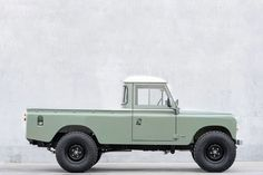 Tractors 560979697333898957 - Land Rover Defender Source by ChxGrenGd Td5 Defender, Land Rover Defender Pickup, Landrover Defender, Landrover Series, Van 4x4, Land Rover Pick Up, Toyota Prius, Toyota Tacoma, Bmw I8