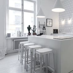 Interior inspiration: Lotta Agaton's home Kitchen Interior, Interior Design Living Room, Kitchen Dining, Kitchen Decor, Kitchen Island, Design Kitchen, Mad About The House, House Doctor, Cuisines Design