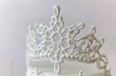 Royal Icing Tiara Tutorial Joyce Marx (CC user Joyliciouscakes)