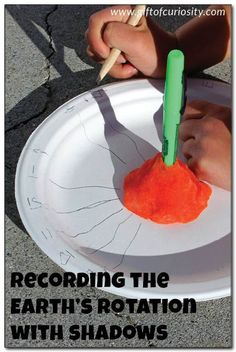 Recording the Earth's rotation with shadows - a great way to give kids a concrete understanding of how the Earth's rotation makes the sun appear to move across our sky. Also a great activity for learning preschoolers about time! || Gift of Curiosity