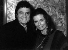 Johnny Cash June Carter, Johnny And June, Country Singers, Country Music, Singing, Dads, Couple Photos, Heart, Creative