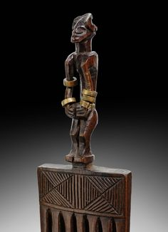Chokwe comb | Virtual Tribal and Textile Art Shows Ivory Coast, Face And Body, Textile Art, Copper, Statue, Artwork, Work Of Art, Auguste Rodin Artwork, Artworks