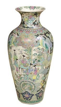 """Jarrão balaustre em porcelana chinesa do séc. XIX, período """"Tongzhi"""" (1862-1874), ricamente"""