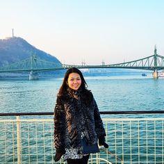 T R A V E L  &  S T Y L E | Louis Vuitton Alma BB Epi | Cruisin' the Danube River, Budapest, Hungary. Behind me is The Szabadság híd (in English: Liberty Bridge or Freedom Bridge). | H AND M faux fur coat | NASTY GAL peplum hem skirt